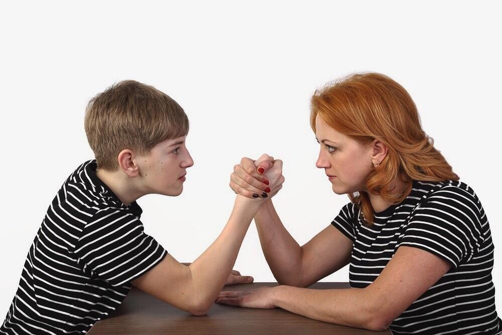 Трудные подростки в конфликте с родителями
